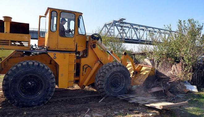 Primăria Năvodari desfiinţează construcţiile ilegale de pe domeniul public.