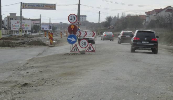 Foto: Lărgirea drumului dintre Constanţa şi Năvodari, blocată de ENEL