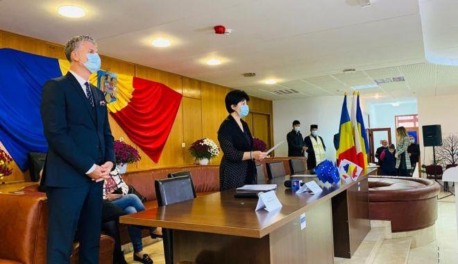 Primarul Florin Chelaru și membrii noului Consiliu Local Năvodari au depus jurământul de învestitură - navodariprint3-1603995928.jpg