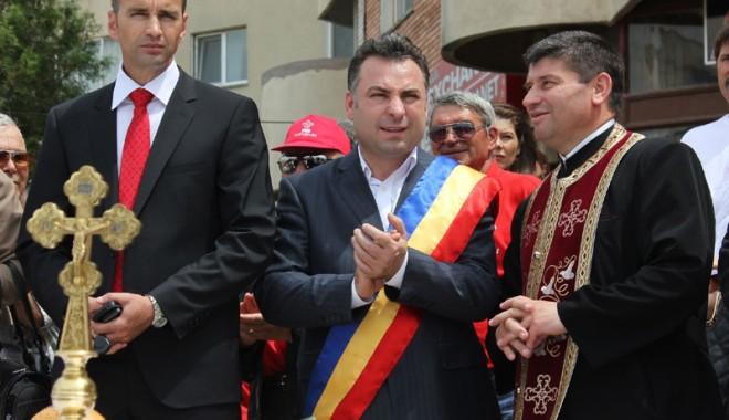 Foto: Primarul Nicolae Matei şi năvodărenii au sărbătorit Ziua Eroilor şi Înălţarea Domnului