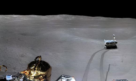 Foto: China a publicat prima fotografie la 360 de grade cu fața nevăzută a Lunii