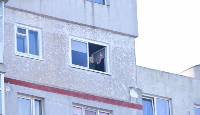 Foto: Un bloc întreg din Constanţa, terorizat  de un bărbat! Poliţia: