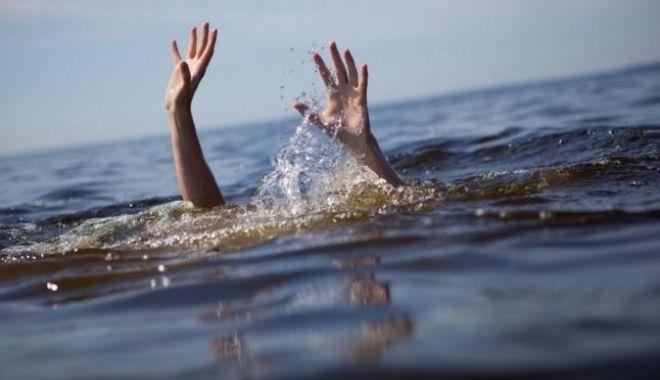 Foto: TRAGEDIE LA CONSTANŢA! UN BĂRBAT A MURIT ÎNECAT ÎN APELE MĂRII