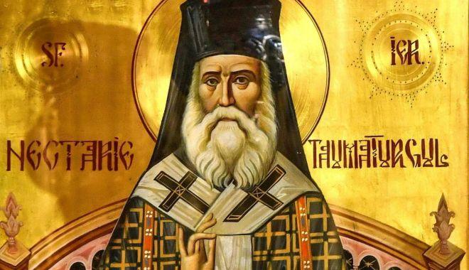 Credincioșii se pot închina, astăzi, la moaștele Sfântului Nectarie - nectarielumina-1593106751.jpg