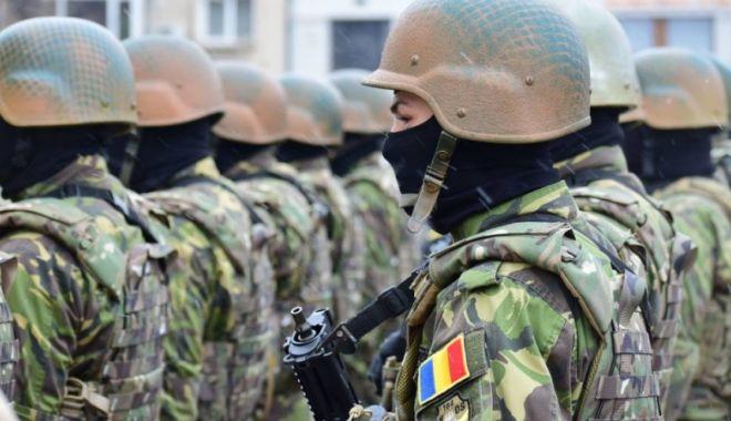 Foto: Militarii, puşi să dea bani pentru BISERICĂ!