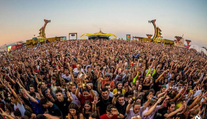 Foto: Evenimentele cu peste 1.000 de participanți, interzise până la 31 august
