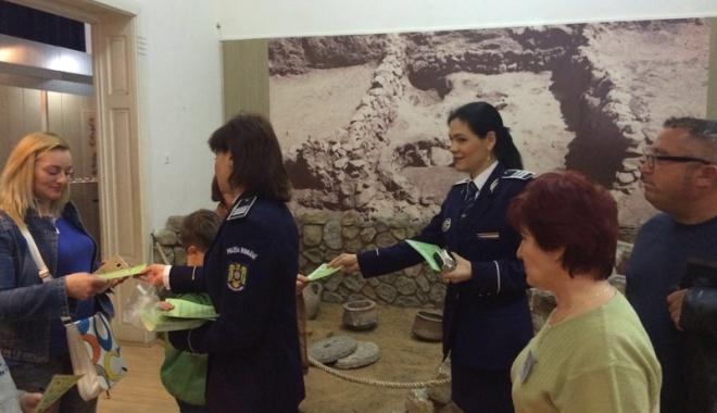"""Foto: Ce au făcut poliţiştii constănţeni  de """"Noaptea Muzeelor"""""""