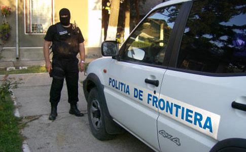 Foto: Poliţişti de frontieră înjuraţi şi ameninţaţi de un scandalagiu
