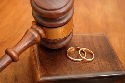 Foto: INS/ Câţi români au divorţat în luna iulie 2012