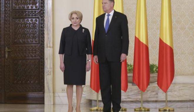 Foto: Curtea Constituțională îi dă câștig de cauză lui Dăncilă în conflictul cu Iohannis pe tema remanierii