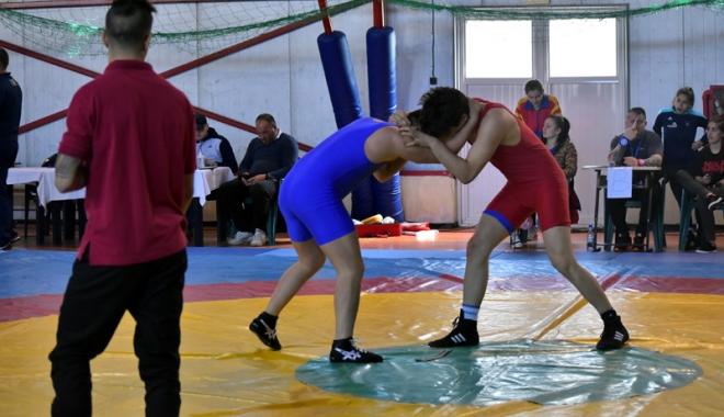 Foto: Luptătorii constănţeni, medaliaţi la Naţionalele şcolare