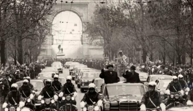 Foto: Maşina lui Nicolae Ceauşescu, scoasă la licitaţie în Irlanda