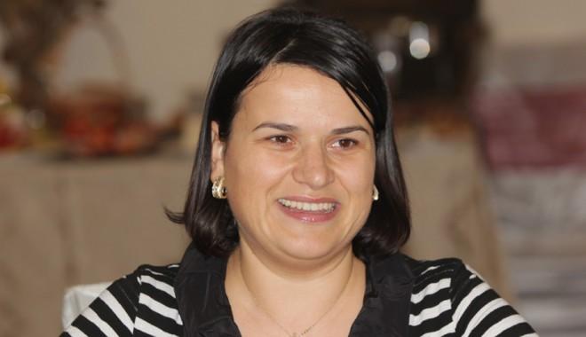 Foto: Nicoleta Ploscaru îşi lansează candidatura pentru Camera Deputaţilor