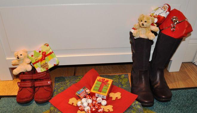 Foto: Cadouri de Moș Nicolae pentru copiii din Dobromir