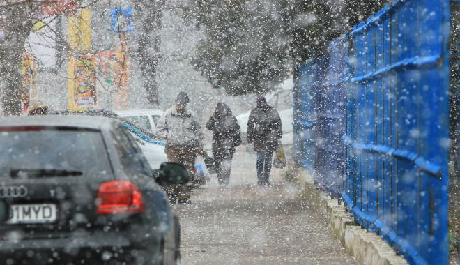 Se strică vremea. Meteorologii au emis informare meteo de ninsori, lapoviţă şi vânt puternic - ninsoarefulgidezapada8-1605788540.jpg