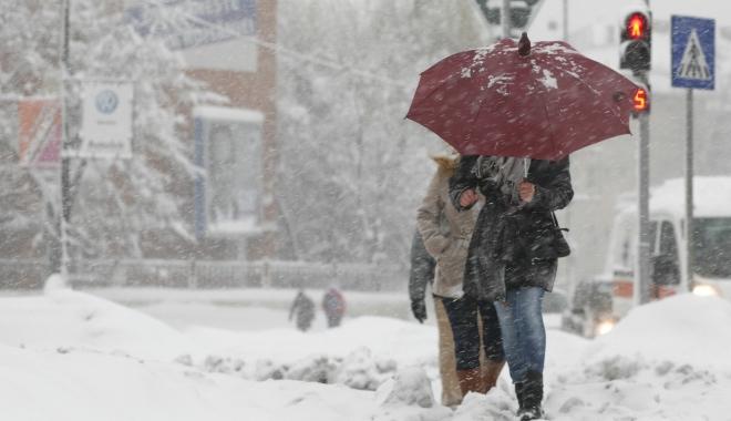 Se schimbă vremea: COD GALBEN de ploi, vânt și ninsori viscolite - ninsoareviscol-1513330548.jpg
