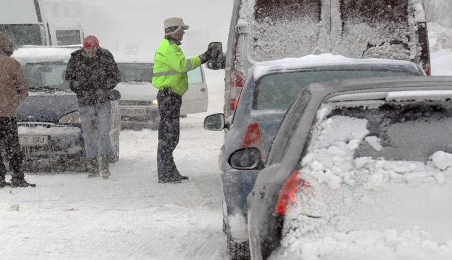 Foto: Vreme rea! Poliţişti, pompieri şi jandarmi în stand by, porturi închise