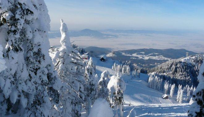 Foto: Cod galben de vânt puternic şi ninsori viscolite în zona de munte din 27 de judeţe, până duminică dimineaţa