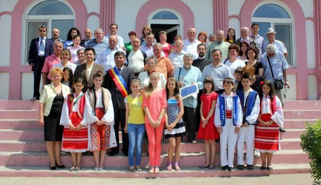 Fostul senator Gheorghe Dumitrașcu, cetățean de onoare al satului Nisipari - nisipari3site-1368368145.jpg