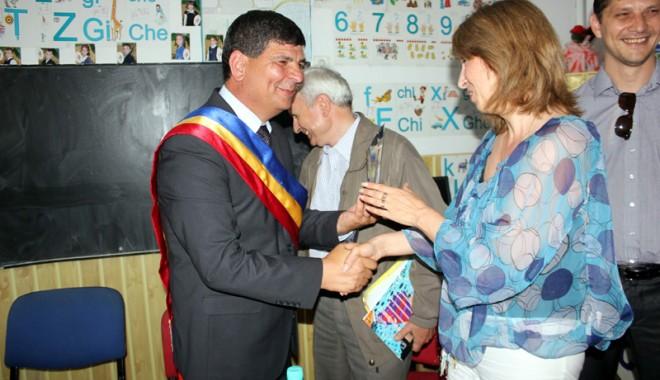 Fostul senator Gheorghe Dumitrașcu, cetățean de onoare al satului Nisipari - nisipari53site-1368368188.jpg