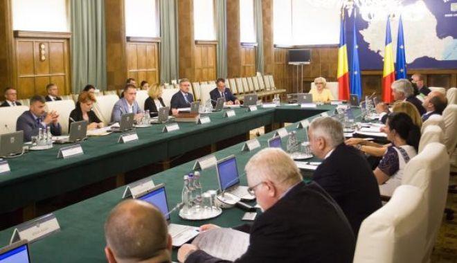 Foto: Şedinţă de Guvern; suplimentarea bugetului SGG pentru vizita Papei Francisc - pe ordinea de zi