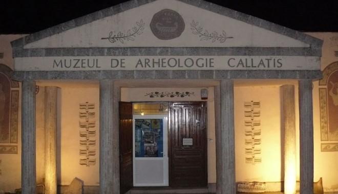 Foto: Noaptea Muzeelor, sărbătorită cu fanfară, spectacole şi vernisaje la Constanţa