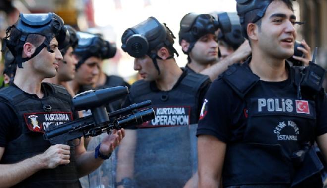 Foto: Noi arestări în Turcia. Suspecţii ar fi utilizat aplicația de mesagerie criptată ByLock