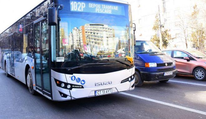 Foto: Autobuze RATC, atacate cu pietre și ouă. Poliția îi caută pe huligani