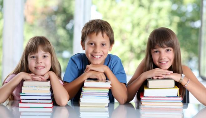 Foto: Noi veşti despre manualele şcolare