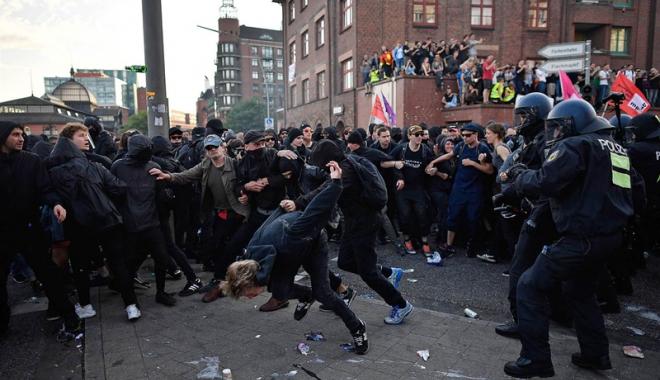 Foto: Noi violenţe şi arestări la Hamburg, deşi summitul G20 s-a încheiat