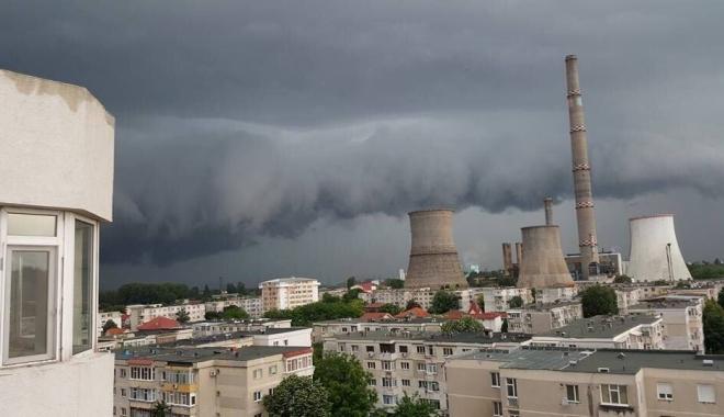 Foto: O nouă avertizare de la meteorologi. Ploi şi furtuni în jumătate din ţară, caniculă şi disconfort termic pe litoral