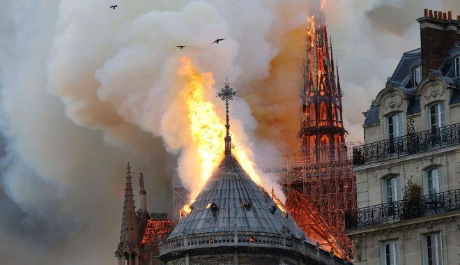 Foto: Incendiul de la Notre Dame, stins după 9 ore de luptă! Cum arată interiorul catedralei mistuite de foc