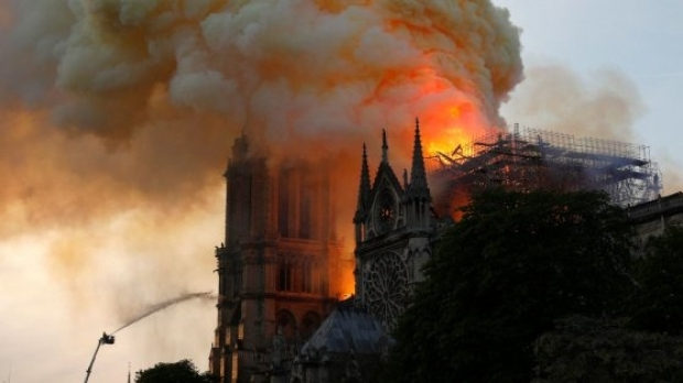 Foto: Incredibil! Google a catalogat incendiul de la Notre Dame drept ştire falsă. Cum a fost posibil