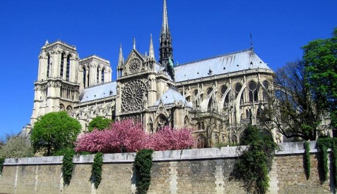 Foto: Catedrala Notre-Dame din Paris ar putea fi restaurată cu sprijin american