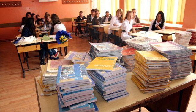 Foto: Manuale şcolare noi. Se apropie termenul limită pentru depunerea proiectelor