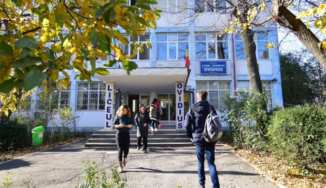 """Foto: Nouă universităţi îşi prezintă oferta educaţională liceenilor de la """"Ovidius"""""""