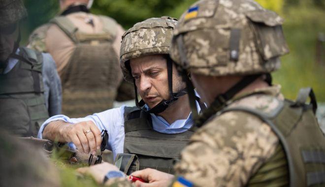 Foto: Noul preşedinte al Ucrainei s-a dus pe linia frontului