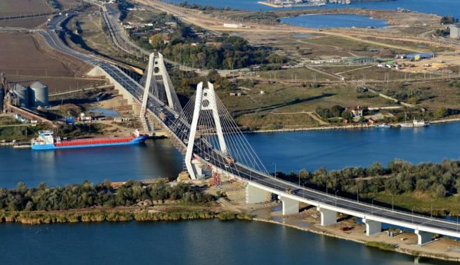 Foto: Noul pod rutier peste  Canalul Dun�re -  Marea Neagr�  intr� �n exploatare