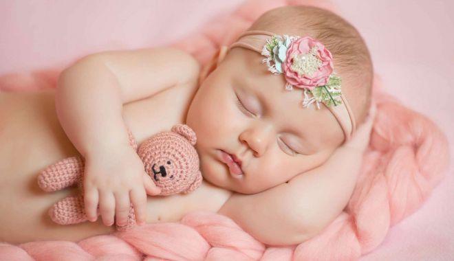 Foto: Sfatul medicului pediatru. Nu le mai dați apă bebelușilor!