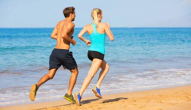 Foto: Duminică, alergare pe plajă, în Mamaia