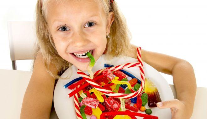 Foto: Nu mai recompensaţi copiii cu dulciuri! Îi îmbolnăviţi de diabet
