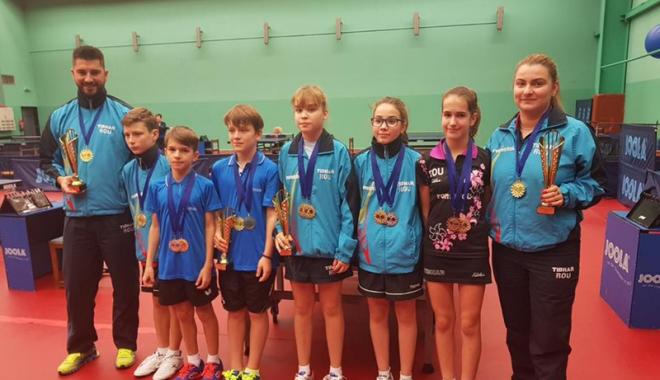 Foto: Constanţa  adună medalii  după medalii  la tenis de masă