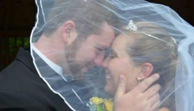 Foto: CAZ EMOŢIONANT! Se mărită din nou cu propriul soţ, deşi nu au divorţat