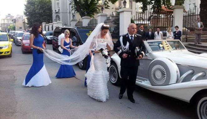 Galerie FOTO. Managerul Iaki Mamaia și șeful Crimei Organizate s-au căsătorit în stil rock-baroc - nuntapavel41370161129-1370254049.jpg