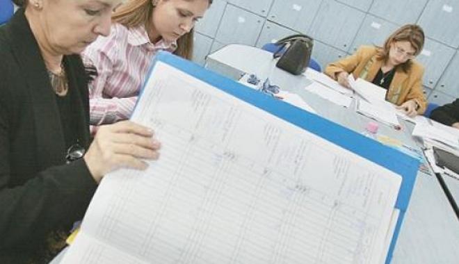 Foto: Profesorii vor primi diferenţe salariale pentru perioada 2008-2011