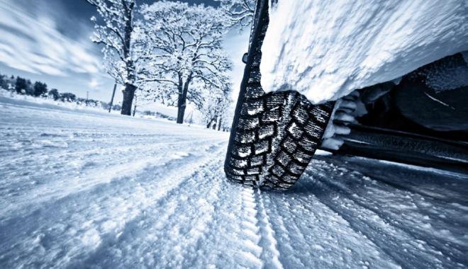 Foto: Nu vă grăbiţi să vă schimbaţi anvelopele! Avertisment pentru şoferi
