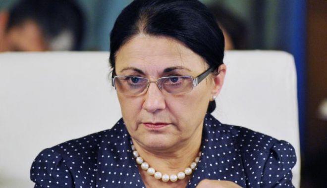 Foto: Ministrul Educaţiei: Se renunţă la ideea de manual unic