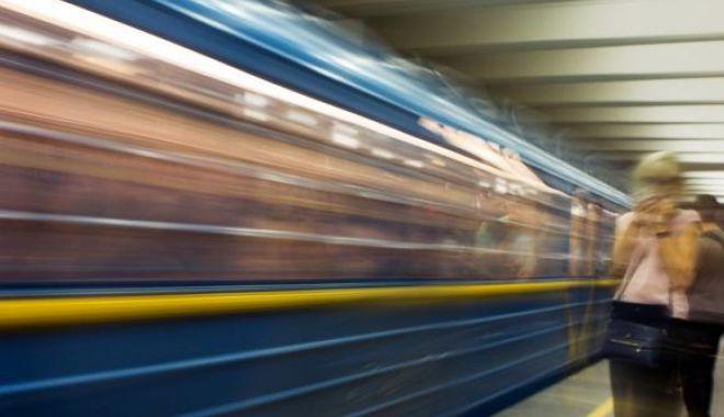 Foto: MOARTE CUMPLITĂ! O femeie a DECEDAT, după ce a scos capul pe fereastra trenului