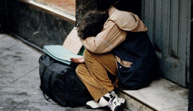 Foto: Oameni ai străzii,  băgați în adăposturi  pe timp de viscol