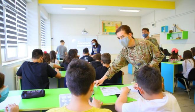"""Oaspeţi de seamă la Şcoala Gimnazială nr. 43 """"Ferdinand"""" din Constanţa - oaspeti-1622830684.jpg"""